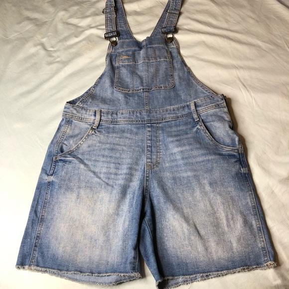 GAP Pants - GAP denim shortalls Medium Indigo, sz SMALL